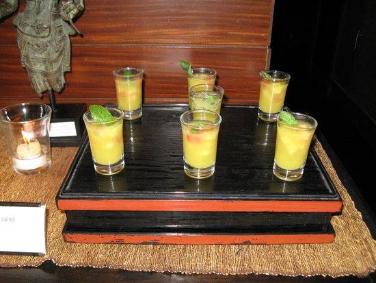 Conrad Bali : Breakfast, fruit salad shots