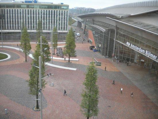 Hampton by Hilton Amsterdam / Arena Boulevard: Veduta dalla camera