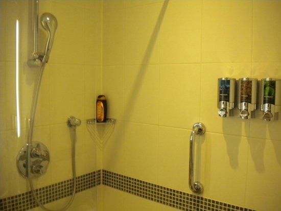Hampton by Hilton Amsterdam / Arena Boulevard: Particolari del bagno