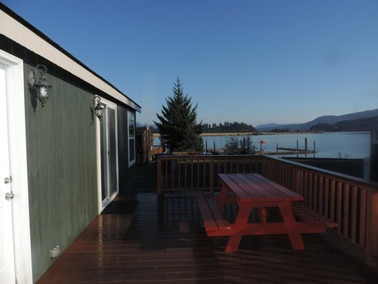 Paradise Cove RV Resort & Marina: New deluxe cottage with water view