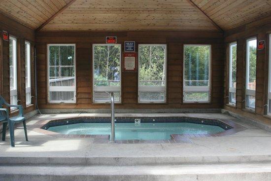 Paradise Cove RV Resort & Marina: Indoor hot tub