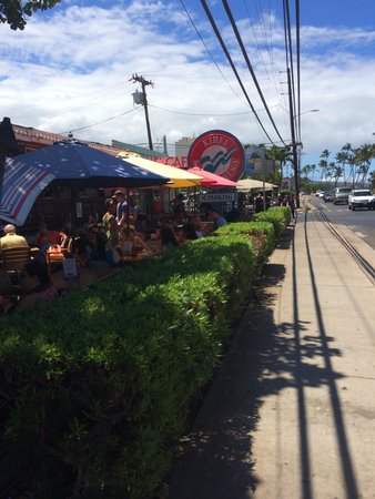 Kihei Caffe: View from the sidewalk. Seating is outdoors with a view of a public park/beach across the street