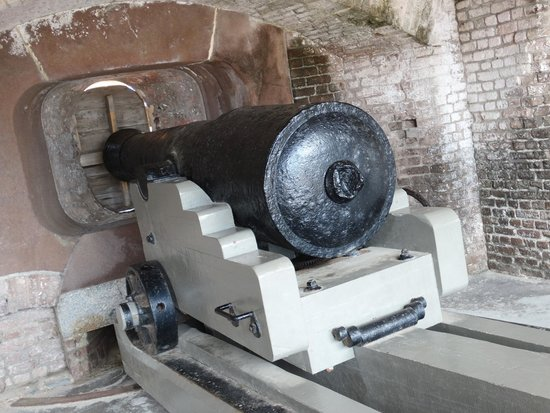 Fort Sumter National Monument: Cannon.