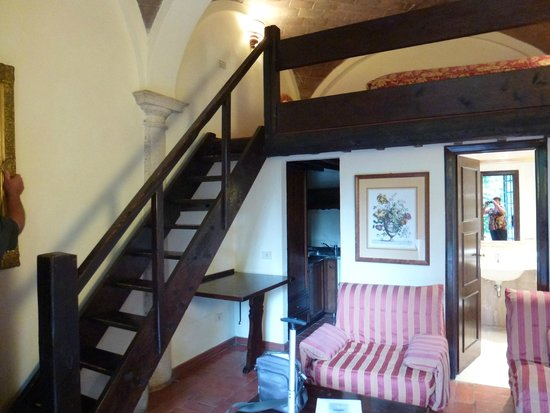 Borgo San Luigi: The first room in the review, mezzanine bed area and stairs