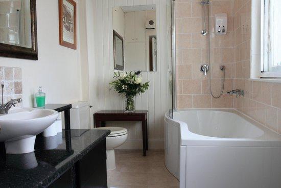 Edinburgh Thistle Hotel: Executive Double Bathroom