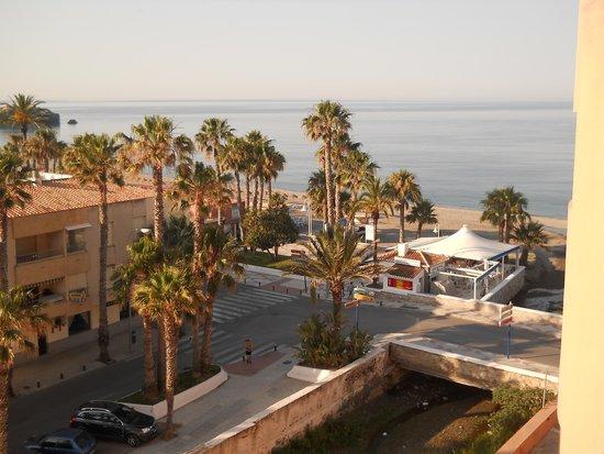 Almunecar Playa Spa Hotel: la vue laterale du balcon
