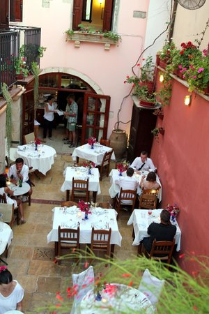 Veneto Restaurant: dineren op de binnenplaats