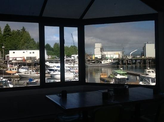 Marina West Motel: view from our breakfast in the diner!