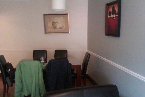 Staycity Aparthotels Christchurch : Dining area