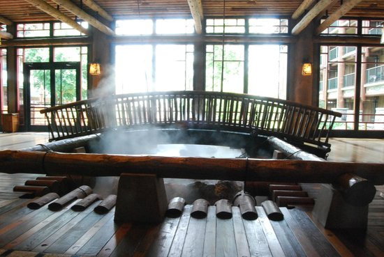 Disney's Wilderness Lodge: bridge in lobby