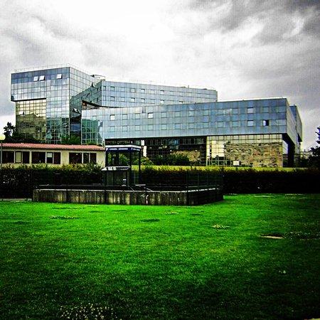 Parc Andre-Citroen: Edificio Citroe dentro del parque