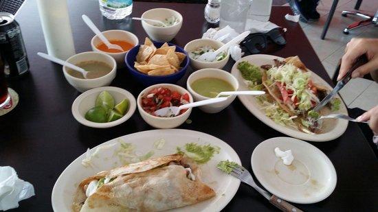 Tacos Caminero: Beef burritos