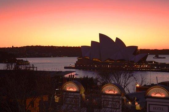 Rendezvous Hotel Sydney The Rocks: Rendezvous sunrise