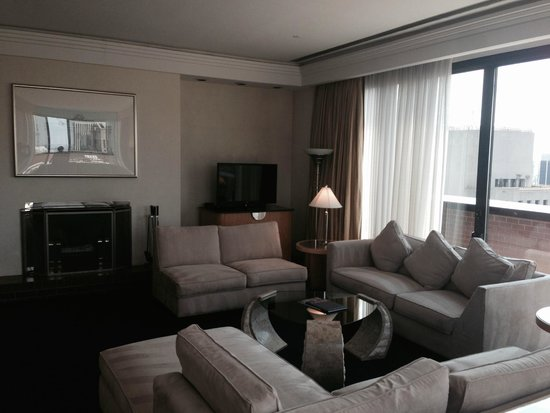 The Towers at Lotte New York Palace : Living room 5319