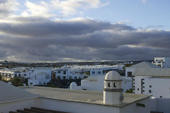 Hotel THe Volcán Lanzarote: This is the view from our balcony.