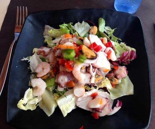 Sweet Tradicion: Seafood salad which was nice