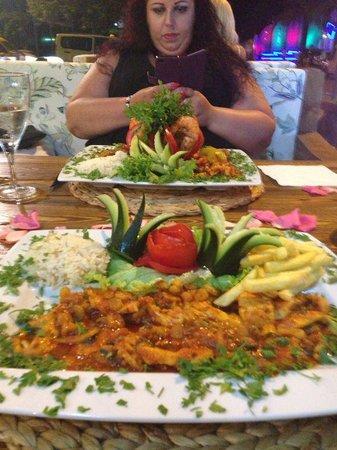 Belcehan Beach Deluxe Cafe Bistro: Chicken