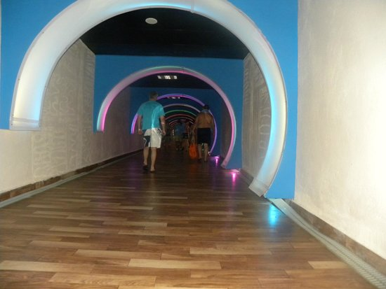 Long Beach Resort Hotel & Spa: tunel vers la palge