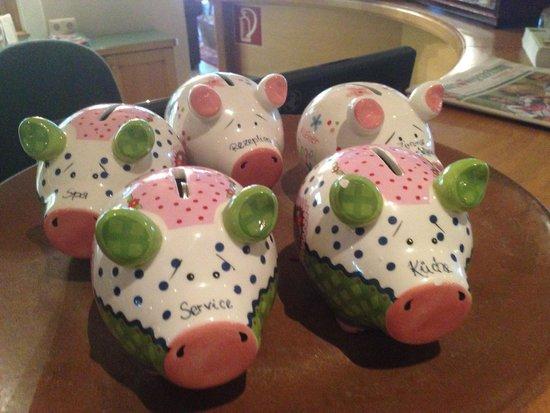 Hotel Penzinghof: Reception Pigs