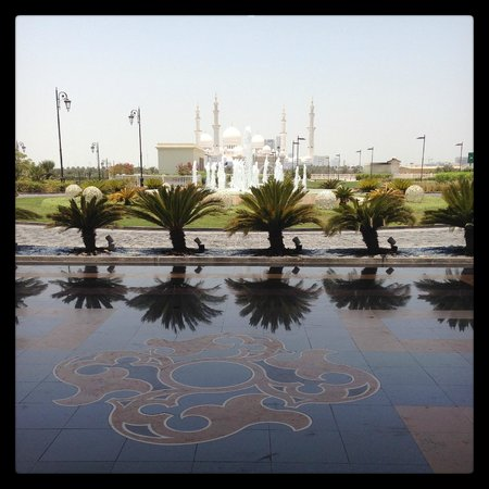 The Ritz-Carlton Abu Dhabi, Grand Canal: the view from the entrance