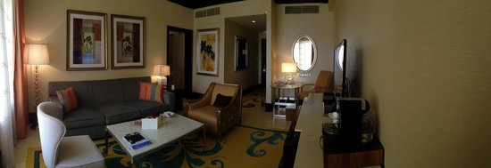 The Ritz-Carlton Abu Dhabi, Grand Canal: executive suite with seperate living area