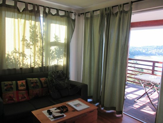 Buccaneers Lodge & Backpackers: Living Room Section