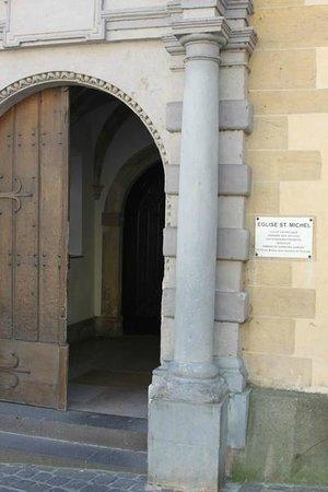 Saint Michel's Church : Eingang zur Kirche