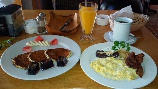 Como Como Osteria Mediterranea: hotcakes and scrambled eggs.