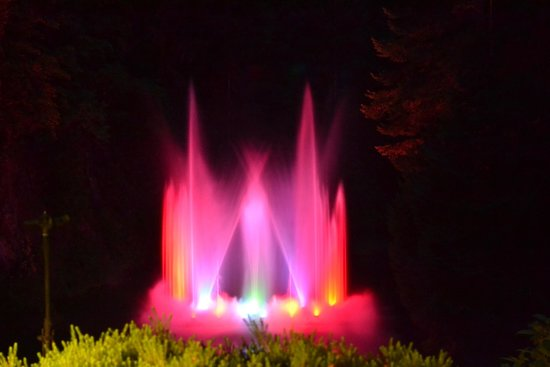 The Butchart Gardens: FOUNTAINS AT NIGHT