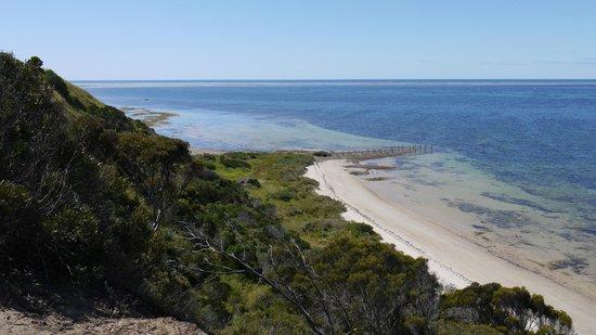 Kangaroo Island Acacia Apartments: Views at the end of the street near apartment