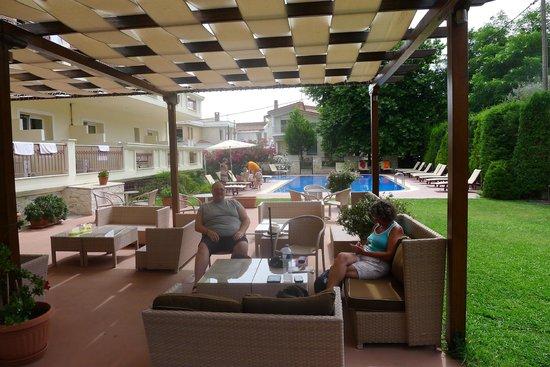 Electra Hotel : Cool beer, poolside!