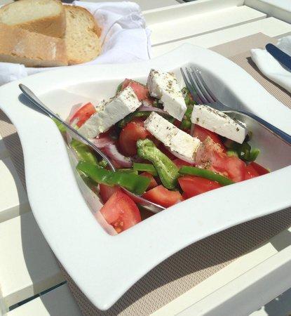 En Lefko Prive Suites: Greek Salad