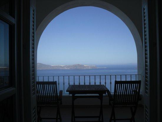Atlantis Hotel: Room view of caldera volcano