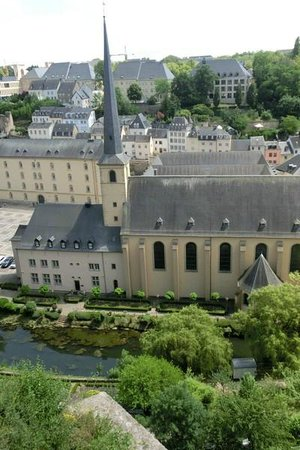 Centre Culturel de Rencontre Abbaye de Neumûnster : Blick von den Kasematten auf die Abtei