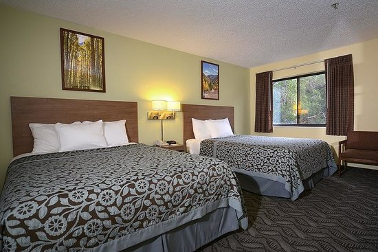 Days Inn Carbondale: 2 Queens Standard Room