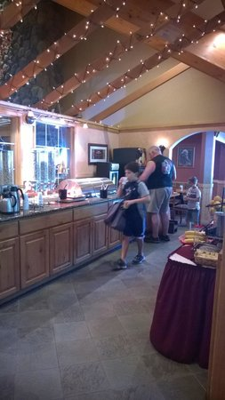 Icicle Inn at Icicle Village Resort: Complimentary Breakfast