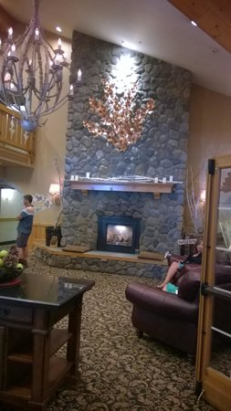 Icicle Inn at Icicle Village Resort: Lobby
