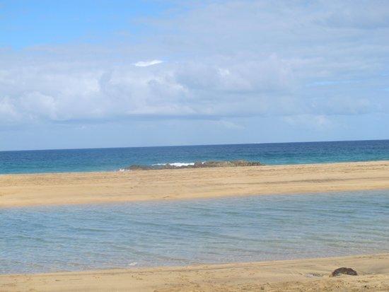 Lagunas y Playa de El Cotillo: insoliti quanto piacevoli laghi sulla spiaggia, generati dalla marea..
