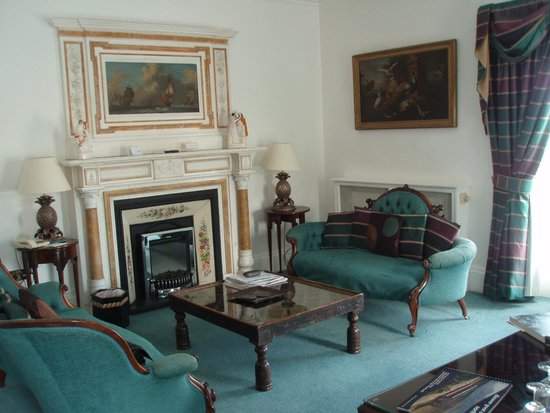 Hotel Portmeirion: Sitting room fireplace