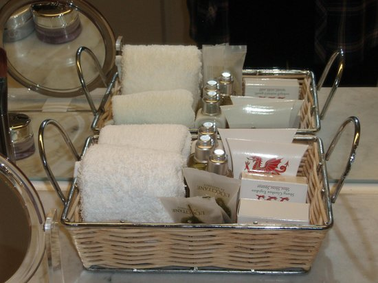 Hotel Portmeirion: L'Occitane toiletires