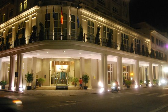 Hotel de l'Opera Hanoi - MGallery by Sofitel: The Hotel entrance at night