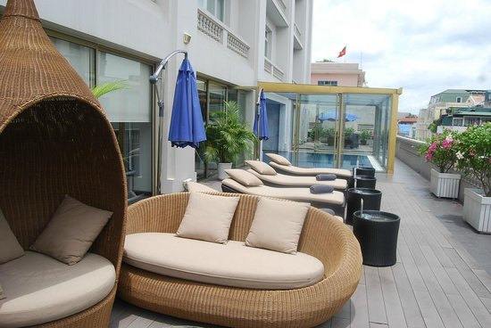 Hotel de l'Opera Hanoi - MGallery Collection: The sun loungers on the balcony