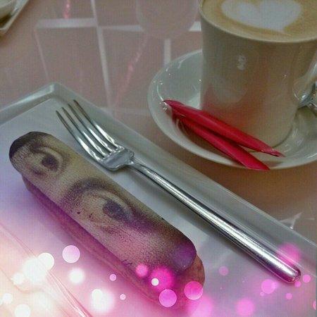 Jumeirah at Etihad Towers: Fauchon Cafe at Avenue at Etihad Towers  Monaliza eclair cake