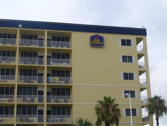 BEST WESTERN Cocoa Beach Hotel & Suites: 8 floor block with sea views
