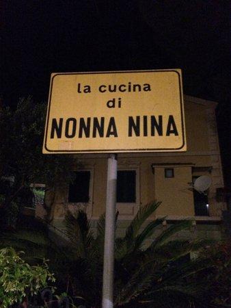 La cucina di Nonna Nina: Sign