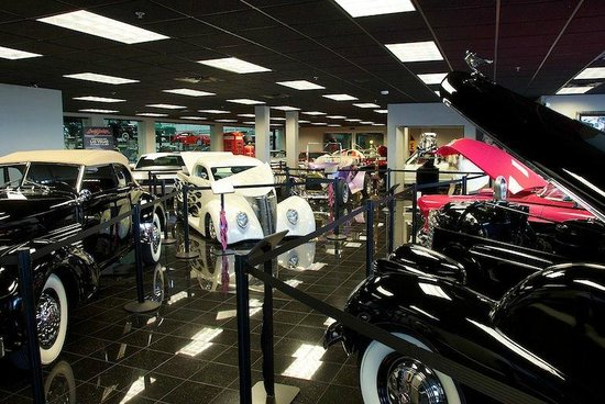 Grand Junction, CO: Showroom upon entering museum