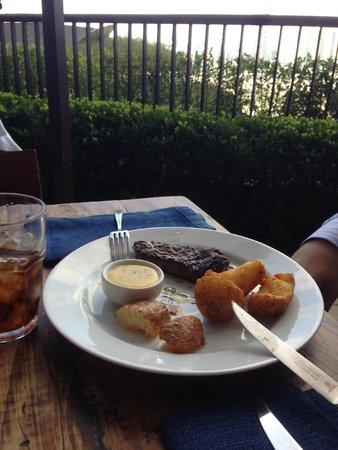 Adega Santiago: Almoço com essa bela vista