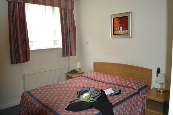 Chrysos Hotel: Chambre sur cour arrière, très calme