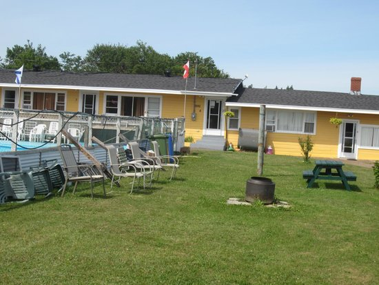 Beach Breeze Motel: Junk piled up outside your windown