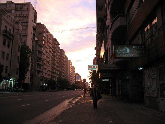 Days Inn Montevideo: Batendo bandola,fim de tarde próximo ao hotel